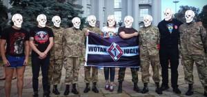 Mitglieder der Wotan-Jugend zusammen mit ukrainischen Faschisten