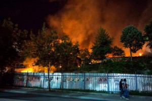 Gazi brennt - Die Auseinandersetzungen dauerten über Stunden an (Fotograf: Sinan Targay)