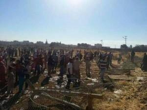 Die Mauer muss weg: Kurden zerstören den Grenzzaun zwischen der Türkei und Syrien, um ihren GenossInnen in Kobane helfen zu können