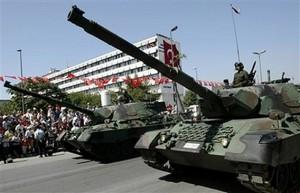 Frisch aus Deutschland: Leopard-Panzer der türkischen Armee