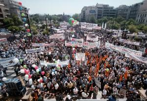 Parlamentarismus, Generalstreik, Aufstand: Welcher Weg führt zum Ziel? Massendemonstration in Athen im Februar 2010