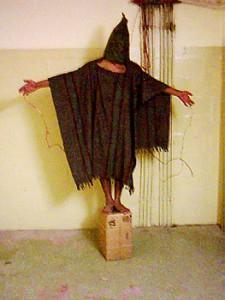 Demütigungen und Folter: Gefangener im US-Folterknast Abu Ghraib