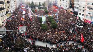 Kind der Hoffnung: Millionen Menschen nahmen an der Beerdigung Berkin Elvans teil