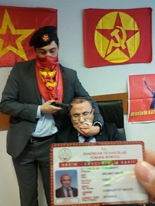"""""""Wir sind zu dieser Aktion gezwungen"""" - Staatsanwalt in der Gewalt der DHKC-Aktivisten"""