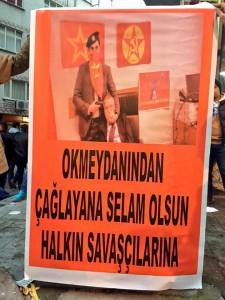"""""""Okmeydani sendet Grüße an die Kämpfer in Caglayan"""" - Plakat bei einer Barrikade im Istanbuler Stadtteil Okmeydani"""