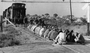 Kein GDL-Streik, aber eine gute Idee zur Unterstützung von selbigem: Minenarbeiter blockieren einen Zug, 1949 USA