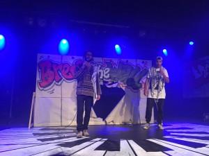 Break the Wall: Fox (rechts) will mit dem Tanzen Mauern durchbrechen