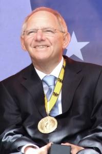 And the winner is ....  - Wolfgang Schäuble setzte die völlige Unterwerfung Griechenlands gegen einen widerstandslos kapitulierenden Syriza-Premier durch
