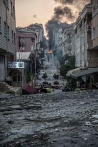 Schluss mit Zuckerbrot: Erdogan zückt die Peitsche um an der Macht zu bleiben - Das Istanbuler Stadtteil Gazi nach der Repressionswelle Anfang August.