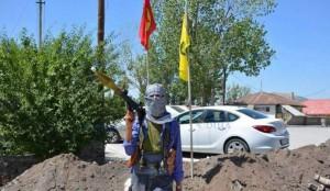 Als reaktion auf die Aggression des türkischen Staates riefen mehrere Städte und Regionen in Nordkurdistan die Autonomie aus. Die Guerilla übernahm die Kontrolle in den Städten.