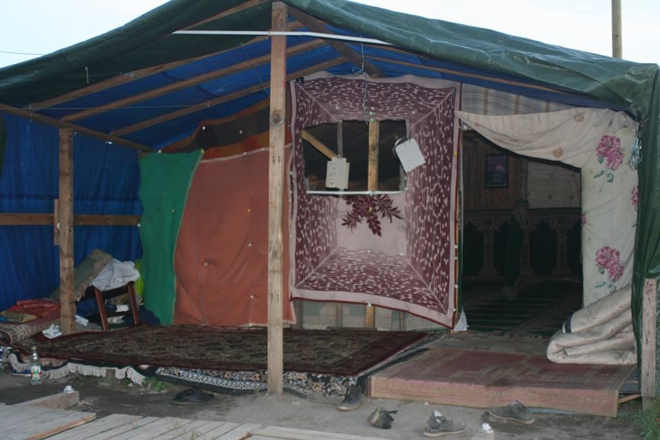 Auch eine Moschee gibt es im Camp