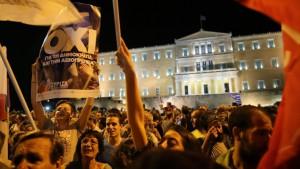 Das OXI der Straße war ein Nein zur weiteren Demütigung durch die Troika. Für Tsipras war es das Mandat zum Kniefall.