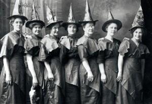 Die Meinung der älteren Generation der Hexen zur Prügelaktion: voll die gute Idee!