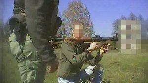 Gregoire Moutaux trainiert in der Ukraine an der Waffe - Das Foto des ukrainischen Geheimdienstes weist nicht aus, bei welcher bewaffneten Freiwilligengruppe sich der faschistische Terrorist aufhält
