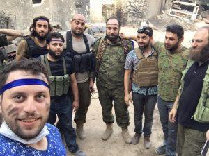 Mahmoud Raslan (vorne links) mit den Mördern von Abdullah Issa
