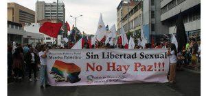 Immer mehr linke Akteure und soziale bewegungen sprechen sich für LGBT-Rechte aus, z.B. Marcha Patriotica. Auf dem Banner steht: ,,Ohne sexuelle Freiheit gibt es keinen Frieden!''