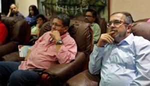 Fassungslosigkeit angesichts des Ergebnisses im Plebiszit bei den Führern der FARC-EP. Die Niederlage des Ja-Lagers bedeutete für die Guerilla noch weitergehende Zugeständnisse an die kolumbianische Oligarchie.