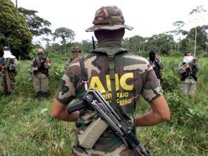 Der kolumbianische Staat war nachgewiesenermaßen federführend in der Ausbildung, finanziellen Unterstützung, Bewaffnung und Koordination ultrarechter paramilitärischer Milizen involviert.
