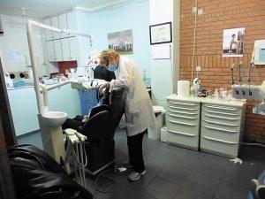 Einer der beiden Zahnmedizin Behandlungsräume in der Praxis in Thessaloniki